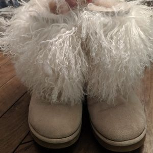 Super fuzzy UGG boots 😍